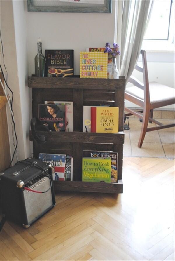 pallet-bookshelf