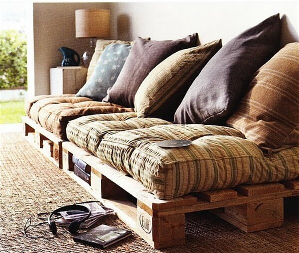 Upcycling a Pallet Couch | 101 Pallets