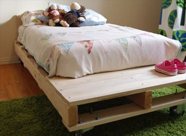 Kids pallet bed give your kid a refreshing sleep 101 for How do you make a pallet bed
