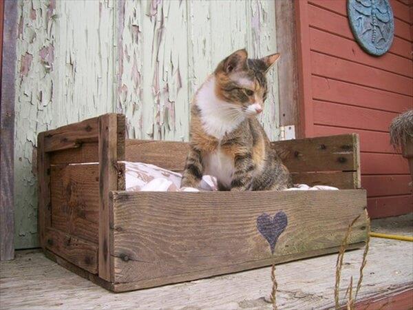 Pallet cat bed