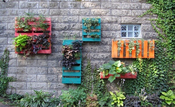 45 pallet projects diy 101 pallets for Vertical pallet garden bed