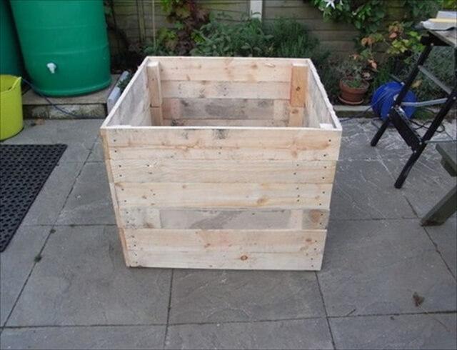 Ideas for a Wooden Pallet Compost Bin | 101 Pallets