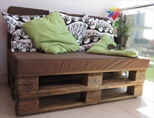 Comfortable Pallet Sofa for Your Lounge