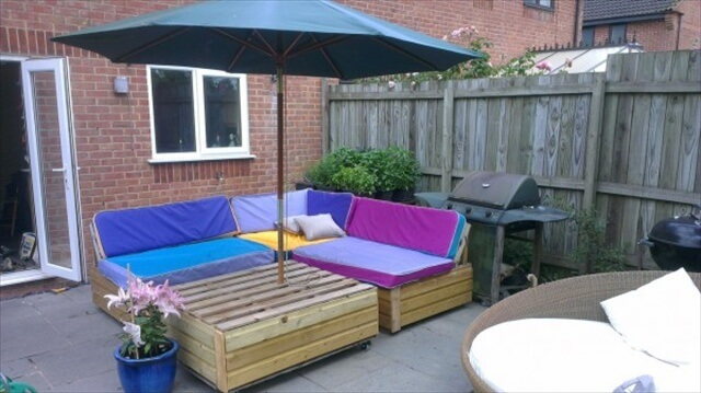 Amazing Patio Sofa Set Built From Pallets