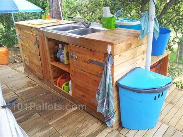 Fantastic Pallet Outdoor Kitchen