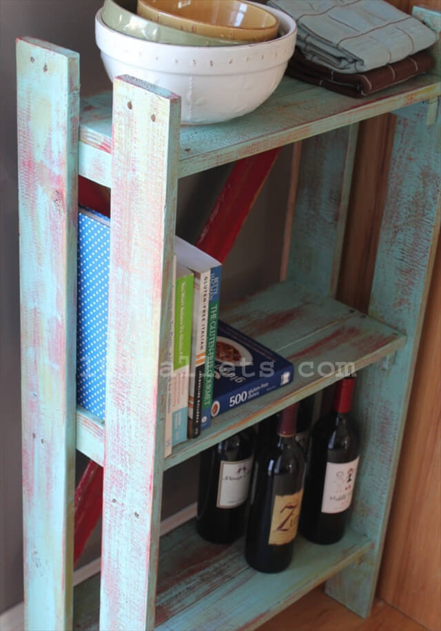 Pallet Bookshelves Give Beautiful Look