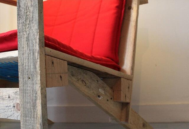 DIY Pallet Armchair