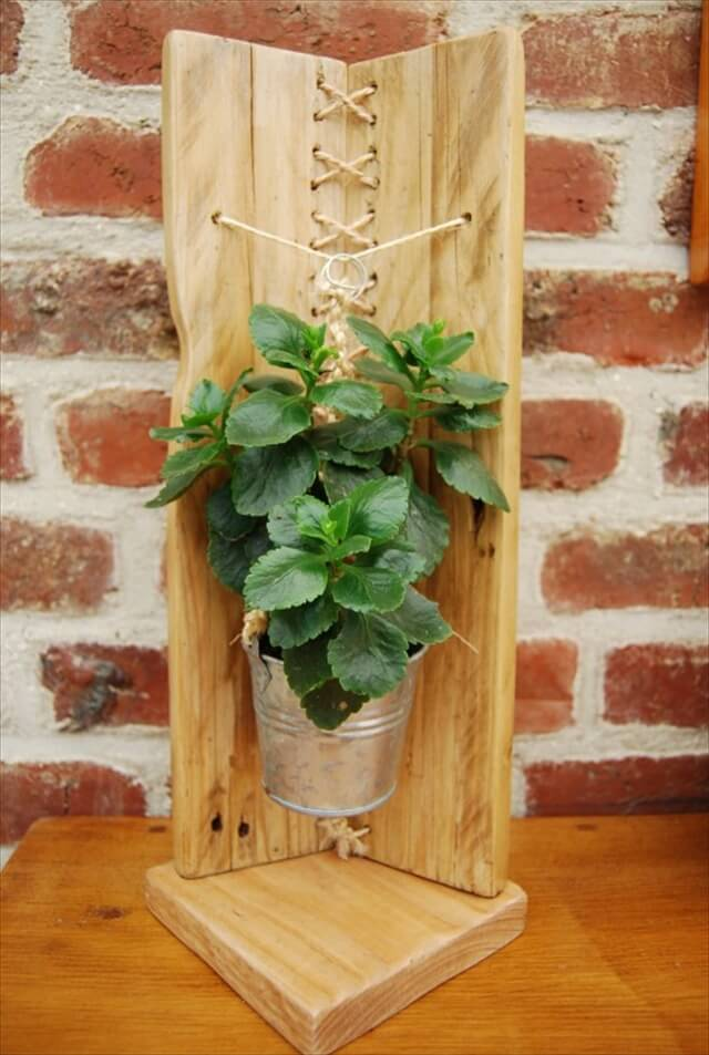 Modern Pallet Flower Holder 101 Pallets