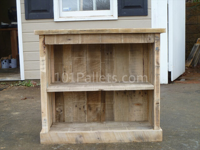make your own diy pallet nightstand 101 pallets. Black Bedroom Furniture Sets. Home Design Ideas