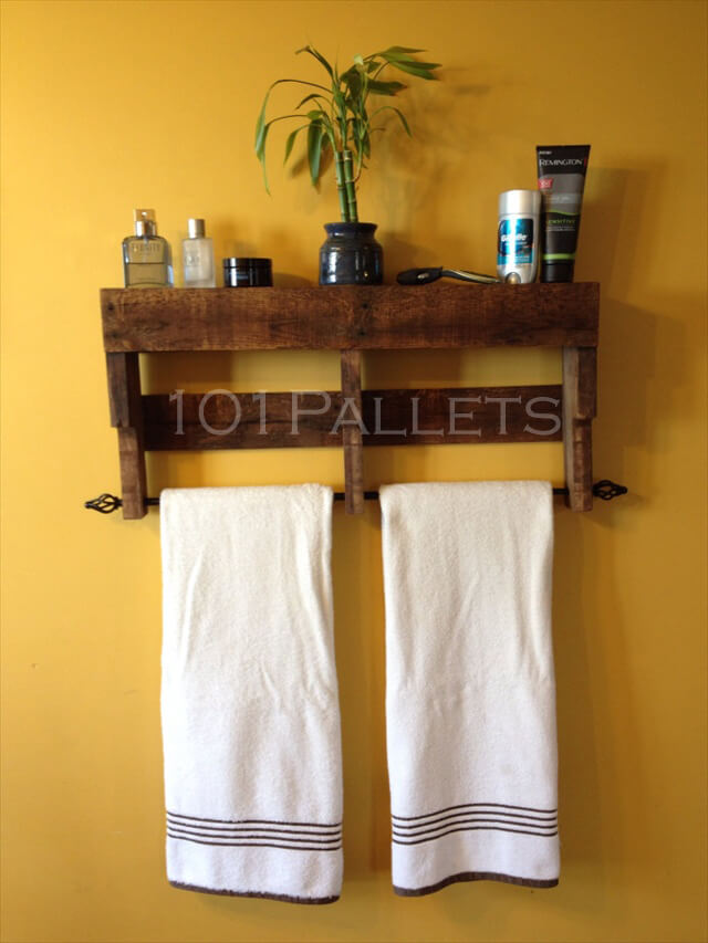 Pallet towel rack for bathroom 101 pallets for Bathroom ideas made from pallets