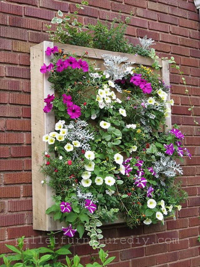 Pallet wood planters 101 pallets for Flower wall garden