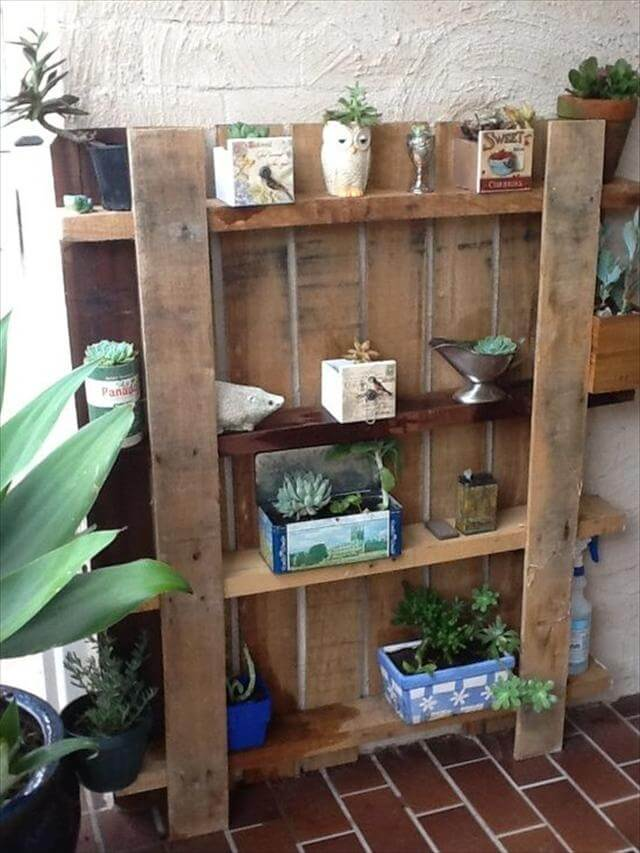 25 diy pallet shelves for storage your things 101 pallets. Black Bedroom Furniture Sets. Home Design Ideas