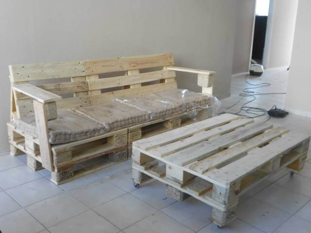 Happy building Pallet Bench with Cushion.