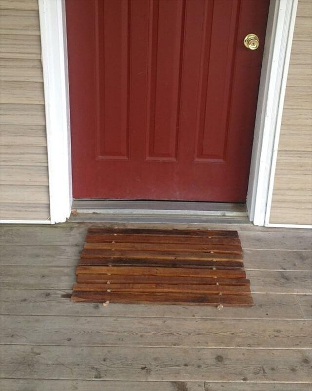 Pallet entryway mat