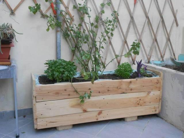 DIY Herb Garden Made of Pallets DIY Wooden Pallet Garden Vase Pallet ...