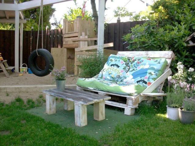 DIY Outdoor Garden Pallet Sofa