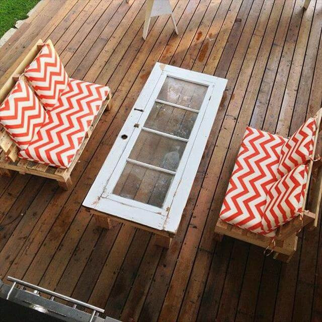 DIY pallet deck furniture