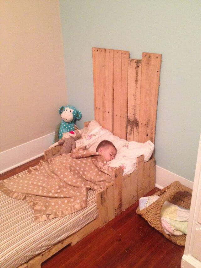 5 simple diy pallet toddler beds 101 pallets
