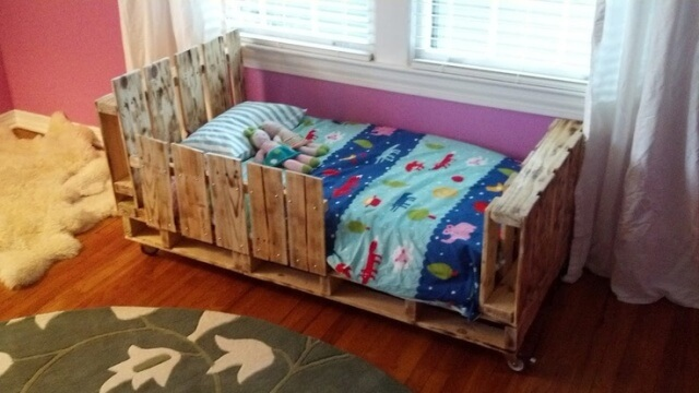 DIY Pallet Toddler Bed, salvaged or old pallets, sanded and finished ...