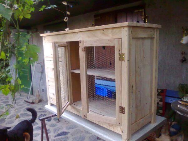 DIY Reclaimed Pallet Kitchen Island