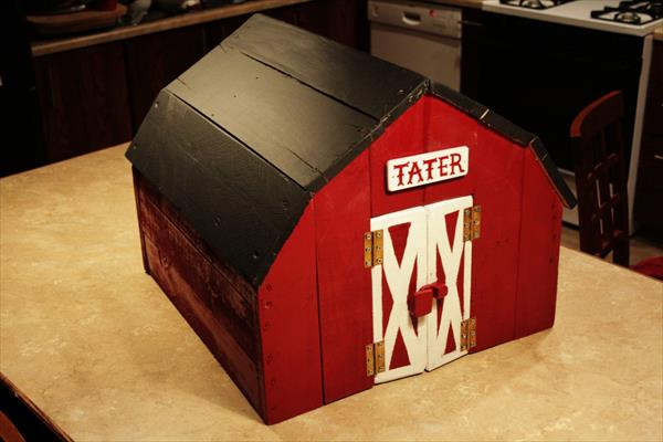 Toy Barn with Chalkboard Roof