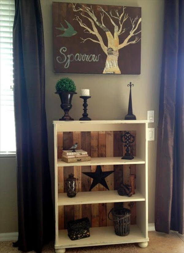 remodeled pallet book shelve