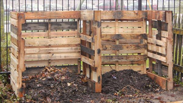 how to make a compost bin from pallets 2