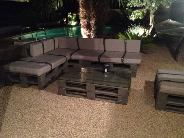 Diy chic pallet couches on a budget 101 pallets - Comment fabriquer salon de jardin en palette ...