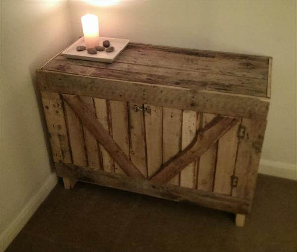 Suffolk Simplicity Reclaimed Wood Square Industrial Coffee: 12 DIY Pallet Side Tables / End Tables