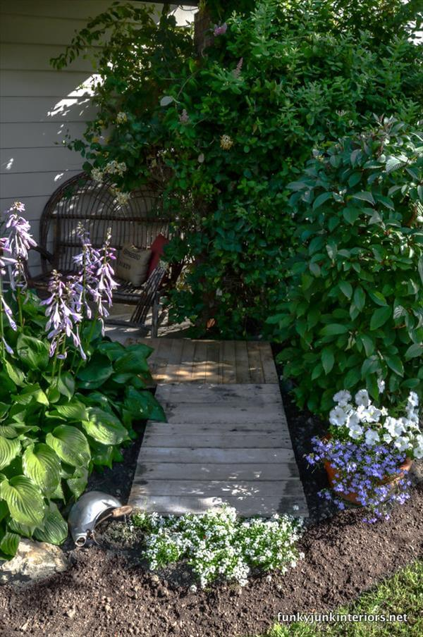 reclaimed pallet walkway