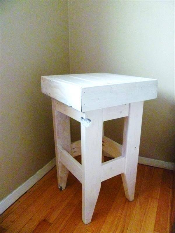 Pallet Night Stand DIY