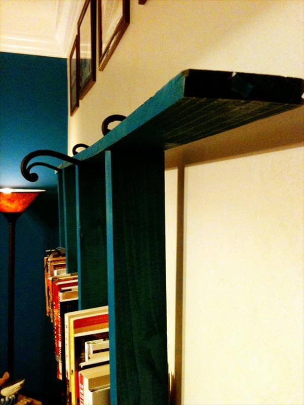 DIY Pallet Ladder Bookshelf