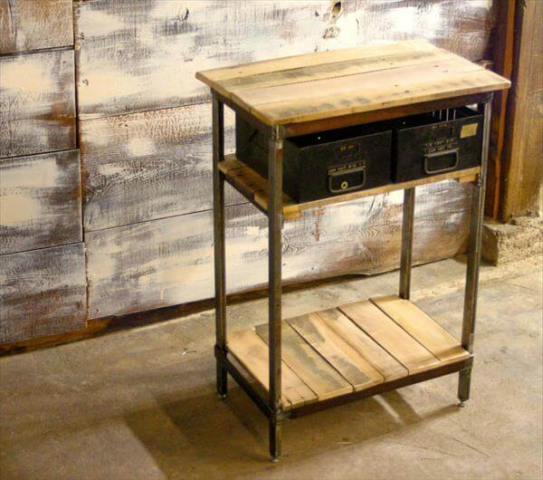 diy pallet wooden steel side table 101 pallets. Black Bedroom Furniture Sets. Home Design Ideas