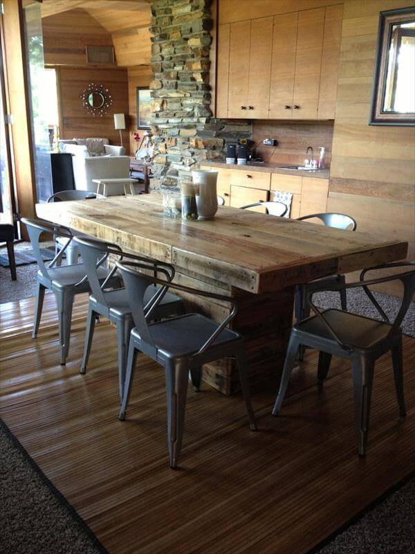 reclaimed materils DIY dining table