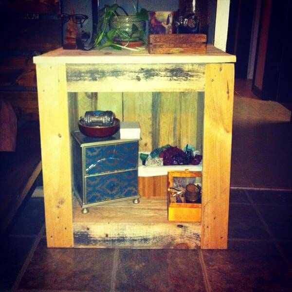 reclaimed pallet nightstand