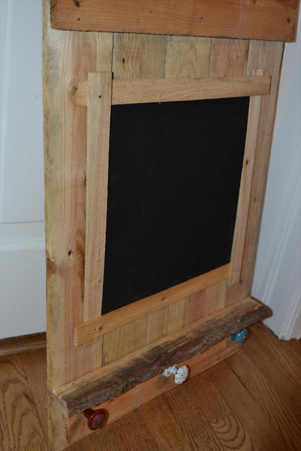 DIY Pallet Chalk Board | 101 Pallets