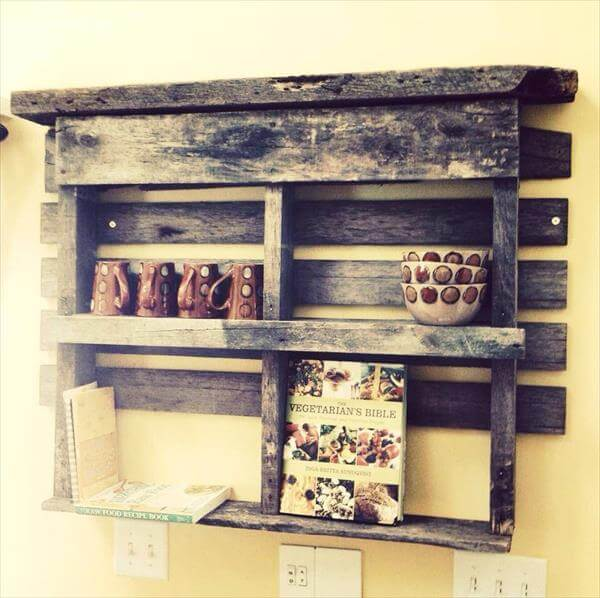 DIY Rustic Pallet Wooden Bookshelf | 101 Pallets