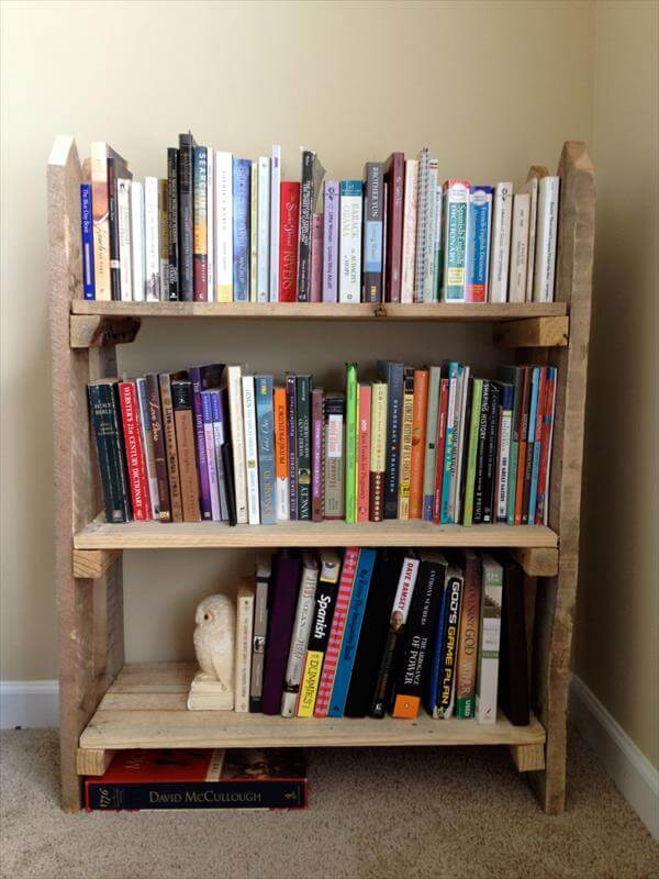 recycled pallet fence bookshelf