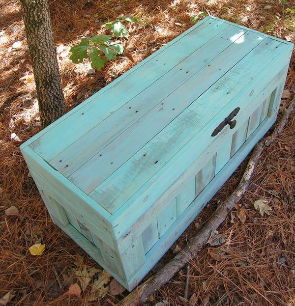 Permalink to build a toy box out of pallets
