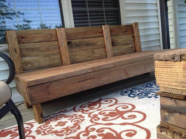 DIY Rustic Patio Couch | 101 Pallets