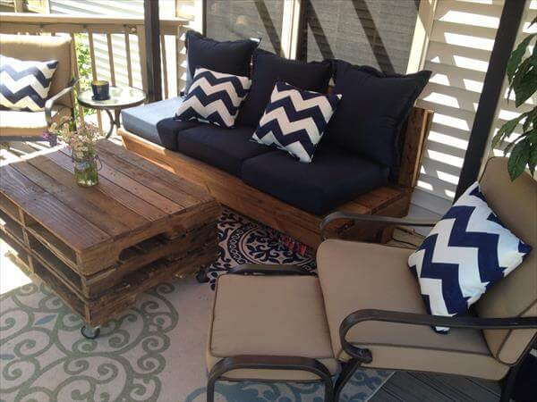 DIY pallet patio couch