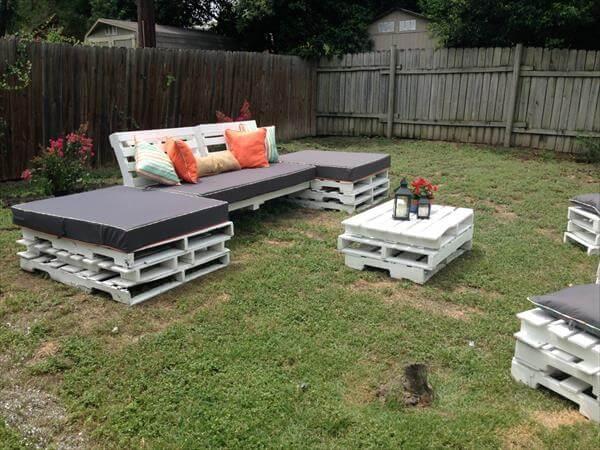 DIY Pallet Outdoor Seating Furniture | 101 Pallets