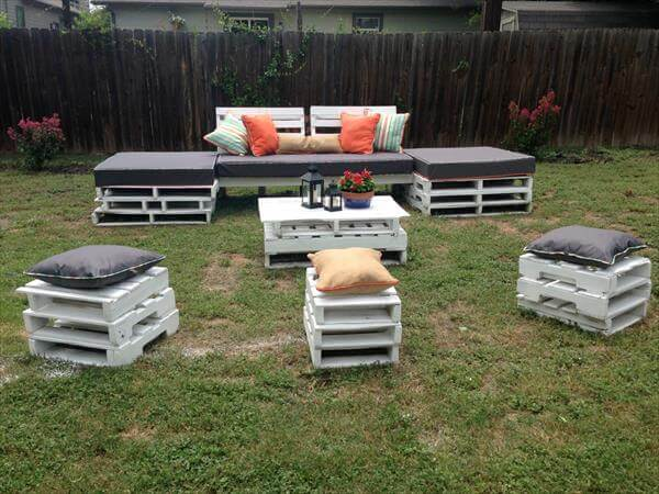Diy pallet outdoor seating furniture 101 pallets for Furniture 101