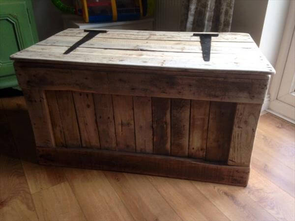 Shabby Chic Pallet Toy Box | 101 Pallets