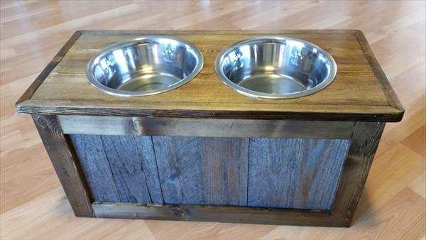Reclaimed Pallet Dog Feeder