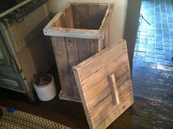 Recycled pallet trash bin 101 pallets for Diy dustbin ideas