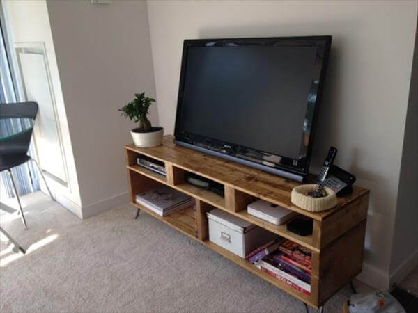 Diy Pallet Tv Stand With Hairpin Legs
