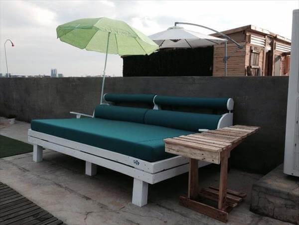 repurposed pallet garden sofa