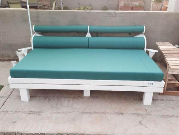 salvaged pallet garden bench