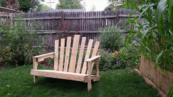 Recycled adirondack pallet bench 101 pallets - Garden bench out of pallets ...